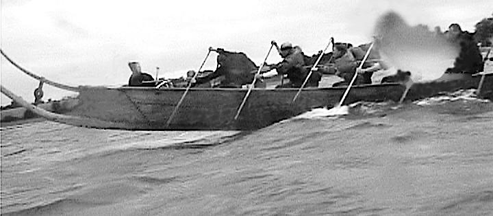En kortvarig sejlads i kuling mod bølgerne.