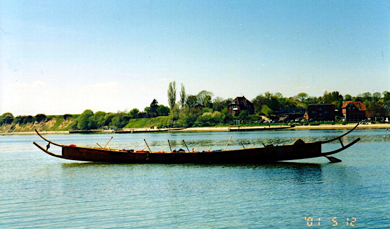 Tilia for anker lige syd for Sønderborg Slot.
