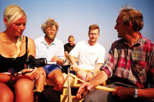 Til venstre Rikke Johansen og forsøgslederen, Max Vinner, begge fra Vikingeskibsmuseet.