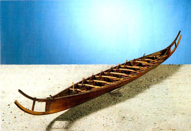 Rosenbergs model af Hjortspringbåden.