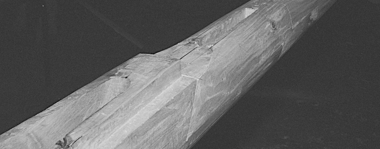 Kølplanke med fals til stævntræet og nedstemning i kølhornet til stævntræet.